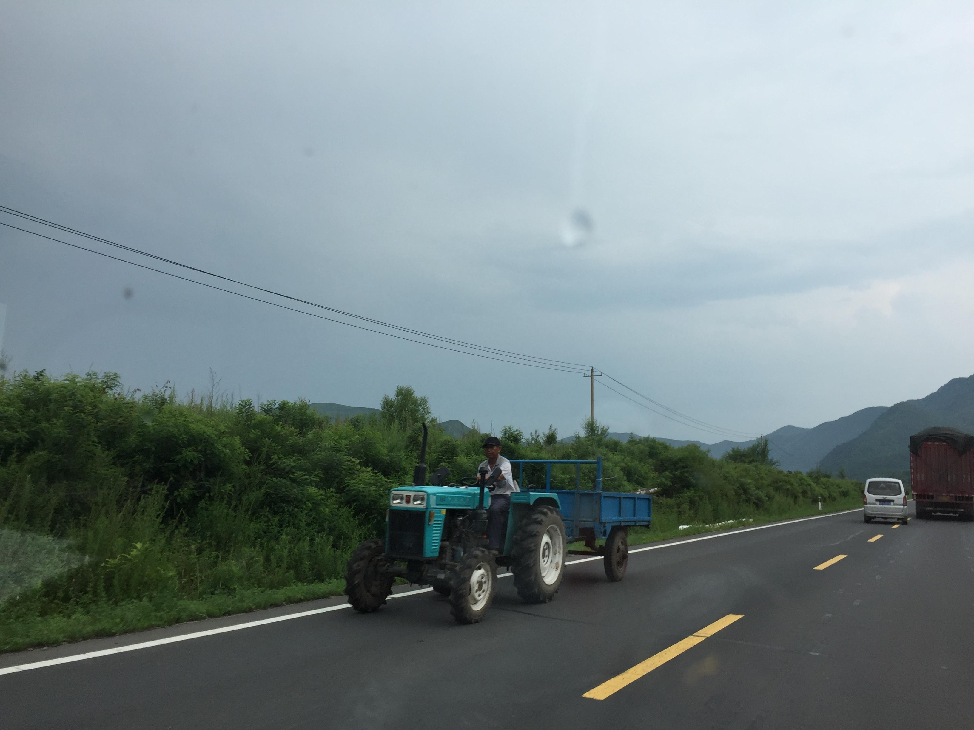 Очередной необычный экземпляр на дороге в Китае