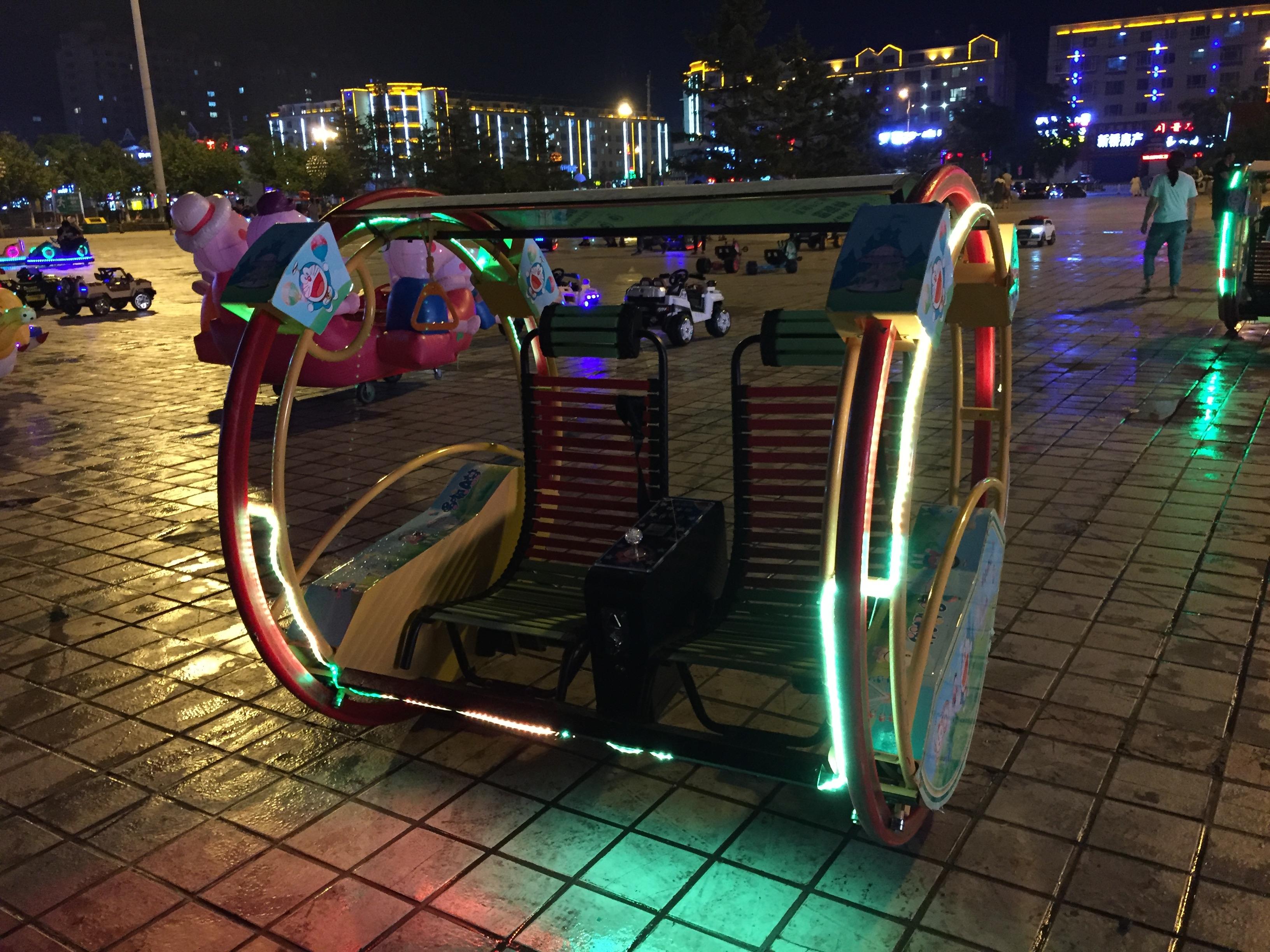 Развлечения для детей и взрослых на городской площади г.Хуньчунь
